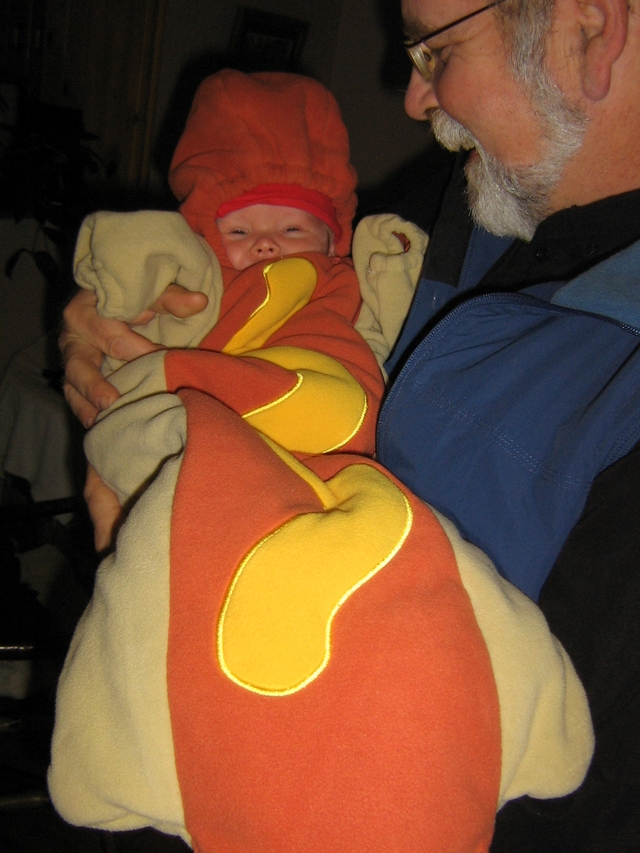Nilbo_and_the_hot_dog_2